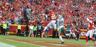 Notable NFL Free Agents - Eric Berry intercepts the Jets in the endzone