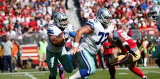 Travis Frederick blocks for Ezekiel Elliott